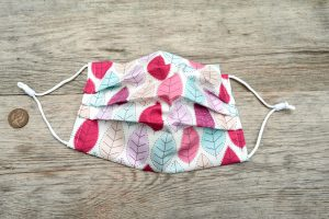 Summer leaves face mask, with nose wire and filter pocket. 100% cotton